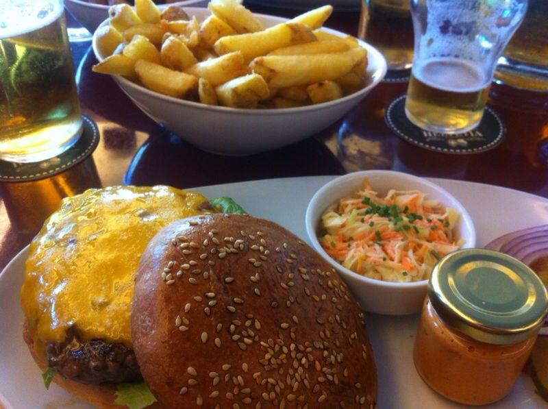 Der Burger sieht auch von der anderen Seite gut aus.